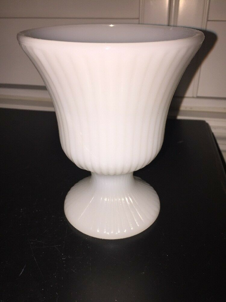 Retro Eoody Co Clevelandohio Usa M7000 White Milk Glass Vase