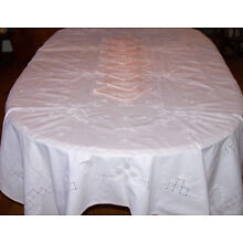 GORGEOUS VINTAGE FLORAL EMBROIDERED TABLECLOTH, 97