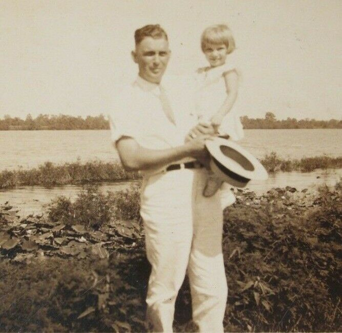 Details about Vintage 1930's/1940's Photo - dad father posing with daughter  child girl