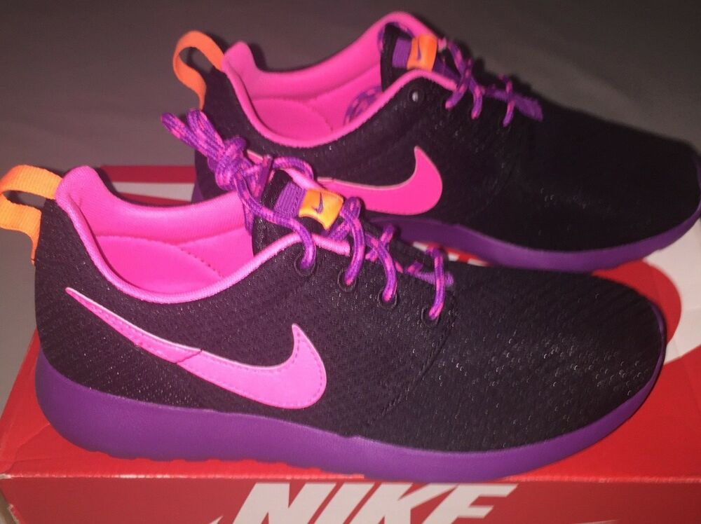 new arrival c75a8 332f9 Details about GIRLS WOMENS NIKE ROSHE RUN RUNNING SHOES SIZE 5.5 Y BLACK    PURPLE   PINK NIB