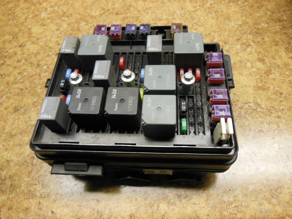 2005 Saturn Ion Fuse Box Block Under Hood Engine Compartment Electrical Relay 05