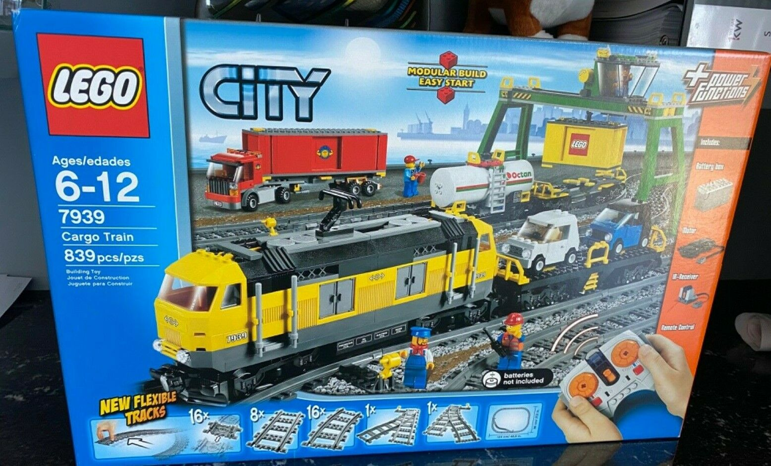 BRAND NEW IN SEALED PACKAGE LEGO city Cargo Train 7939