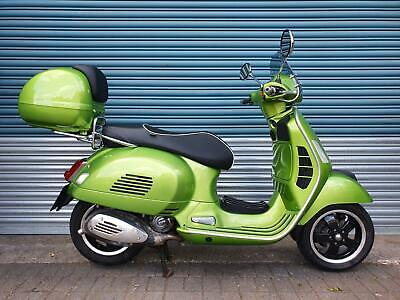 VESPA GTS 300 SUPER GREEN 2017 ONLY 7,000 MILES - SCREEN, TOP BOX, LUGGAGE RACK