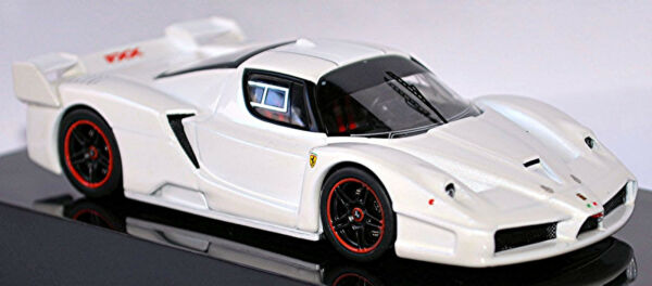 AllemagneFerrari Fxx F140 Coupé 2005-06 Blanc Métallique 1:43 Hot Wheels Elite