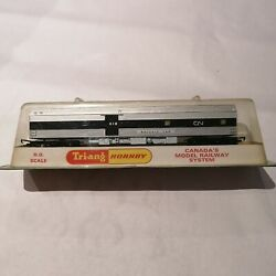 Tri-ang/Hornby - R4461 Canadian National Baggage/Kitchen Car - OO Gauge New