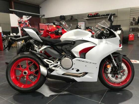 Ducati Panigale V2 Superbike 2021 Model - JUST ARRIVED IN STOCK - 1 WHITE ONLY!!