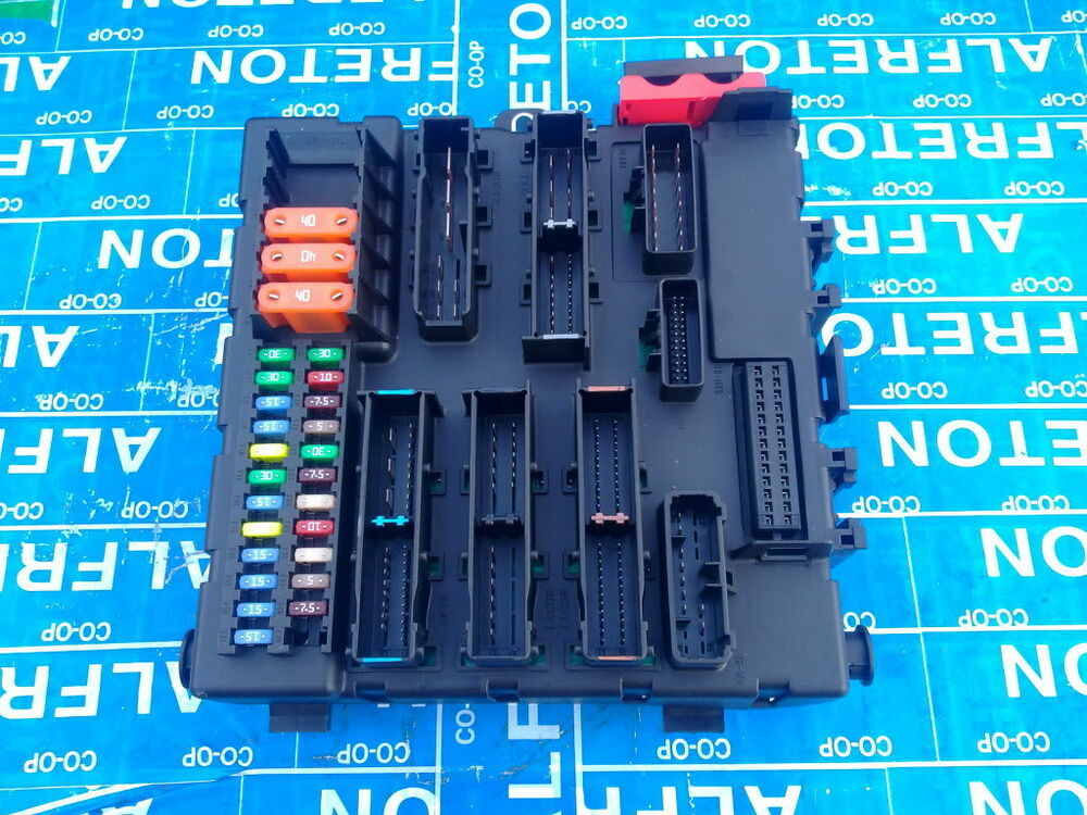 Vectra C Fuse Box Fault : Vauxhall vectra c rear boot fuse box ident fp ebay