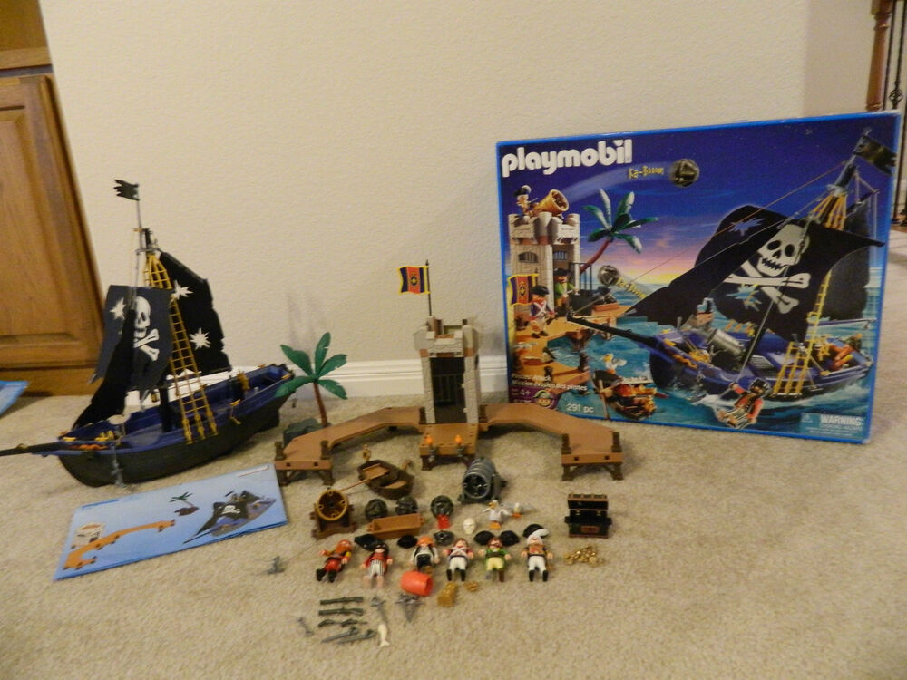 Playmobil 5775 Retired Pirate Attack Ship Play Set 100 Complete