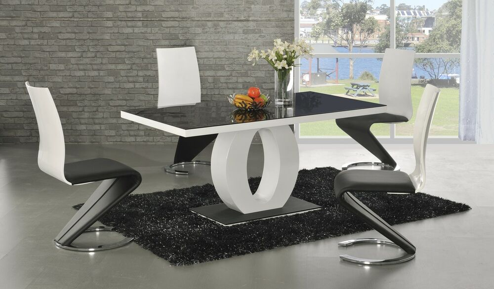 CONTEMPORARY MODERN BLACK AND WHITE HIGH GLOSS DINING SET