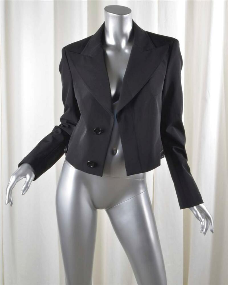 Free shipping and guaranteed authenticity on Karl Lagerfeld Black Cropped Blazer Size 16 (XL, Plus 0x)Stunning cotton cropped black jacket by Karl Lager.