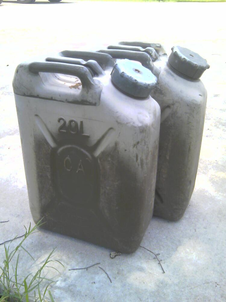 2 Scepter Fuel Cans Mfc 5 Gallon Gas Can Jerry Can Hummer