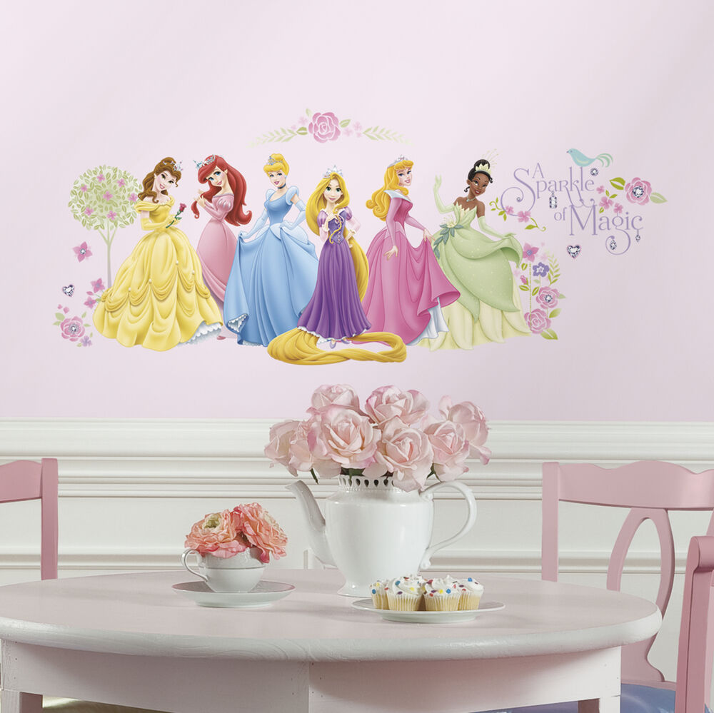 36 new disney princess glow wall decals rapunzel tiana for Disney princess mural stickers