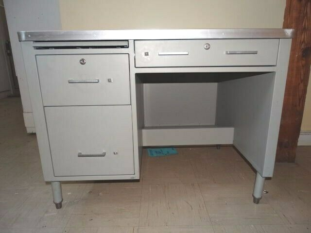 military style metal desk made for shipboard use drawers latch lock excellent ebay. Black Bedroom Furniture Sets. Home Design Ideas