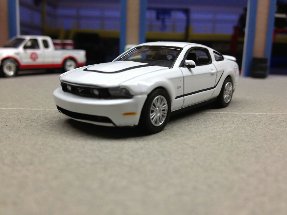 1 64 greenlight 2012 ford mustang 5 0 gt white ebay. Black Bedroom Furniture Sets. Home Design Ideas