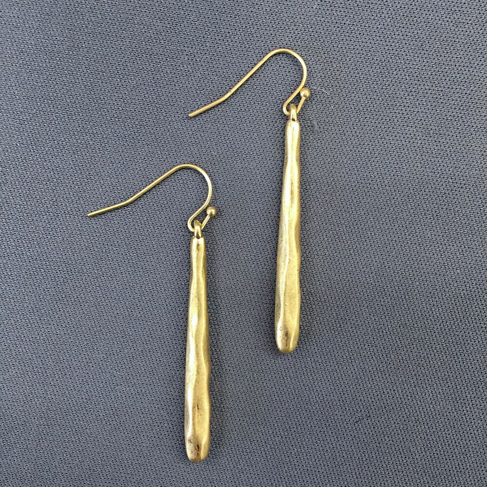 Antique gold hammered bar drop dangle style simple design earrings ebay Design and style fashion jewelry