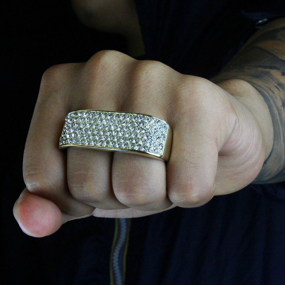 That makes the index finger a good place for things like class rings, fraternal rings, or family and membership crests, although many men (especially younger, unmarried men) opt for the ring finger .