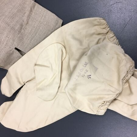img-WWII OVERMITTS / SKI MITTS, WARTIME DATED BRITISH ARMY GLOVES [25004]