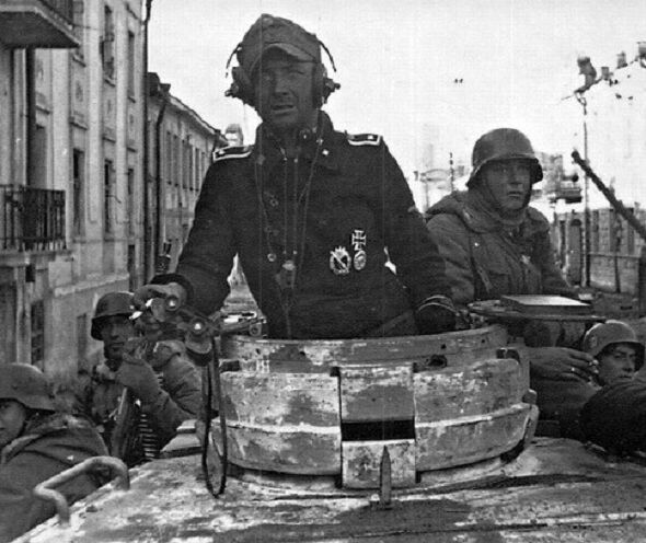 german panzer tank commander with soldiers 8 x 10 world war ii ww2 photo 387 ebay. Black Bedroom Furniture Sets. Home Design Ideas