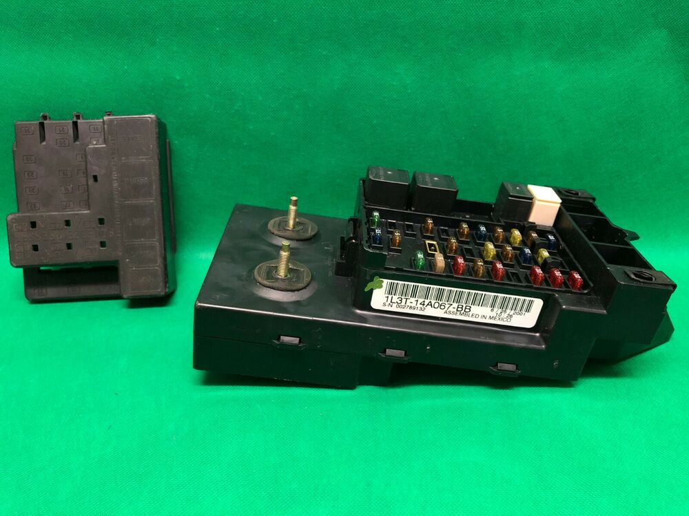 03 Ford F150 F250 Truck Interior Dash Fuse Box Relay