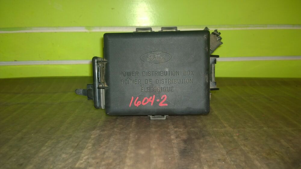 99 00 01 02 Lincoln Town Car 4 6l At Power Distribution Fuse Relay Box 1604