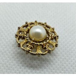 Kyпить 1 CC Chanel gold with pearl stamped button,  20 mm, vintage classy button на еВаy.соm