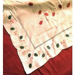 Kyпить Vintage 68 x 142 Beige Linen Tablecloth Christmas Holiday Green Red Gold Holly  на еВаy.соm