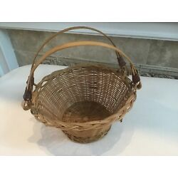 Wonderful sweet woven basket with two swing handles, very detailed weave