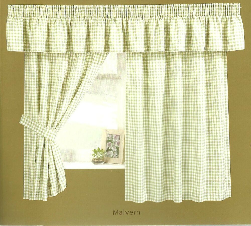 Gingham Check Curtain Inclucing Pelmet And Tie Backs