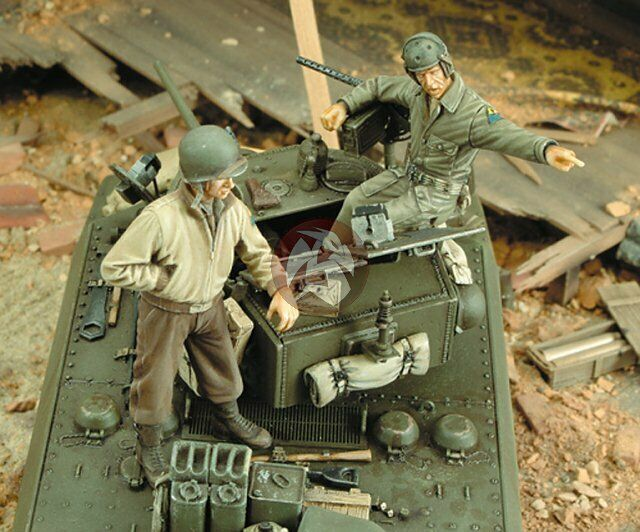 royal model 1 35 us m3a3 stuart tank crew wwii 2 figures
