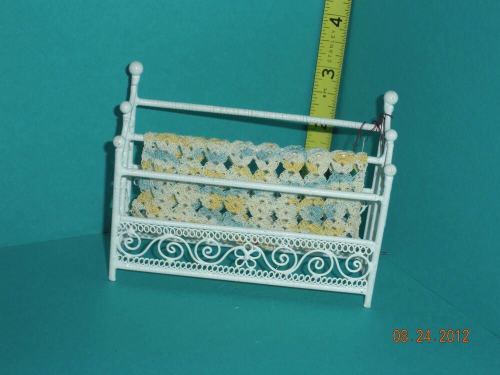 DOLLHOUSE MINIATURE INCH SCALE WHITE WIRE WICKER QUILT
