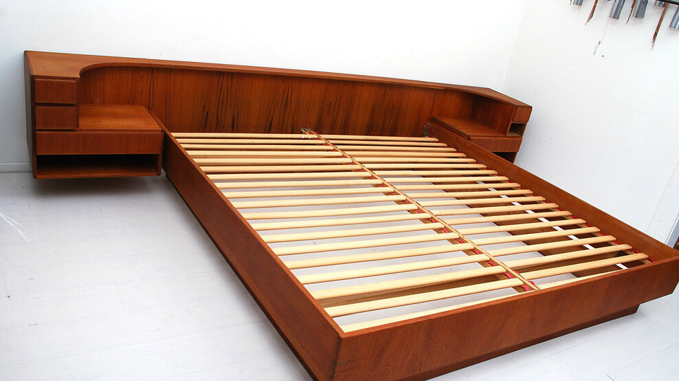 ... Modern Komfort Teak Platform Bed with Floating Nightstands | eBay