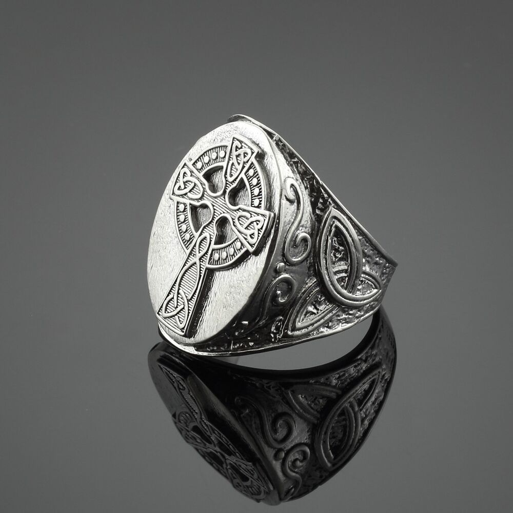 Triquetra Ring Men