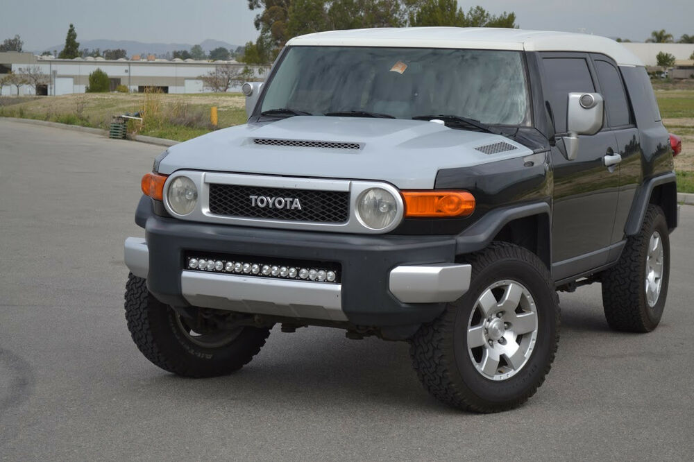 toyota fj cruiser ram air hood with functional extractor. Black Bedroom Furniture Sets. Home Design Ideas