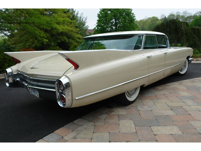 lincoln continental vs cadillac deville share this article in cadillac deville 82 carros a mi. Black Bedroom Furniture Sets. Home Design Ideas