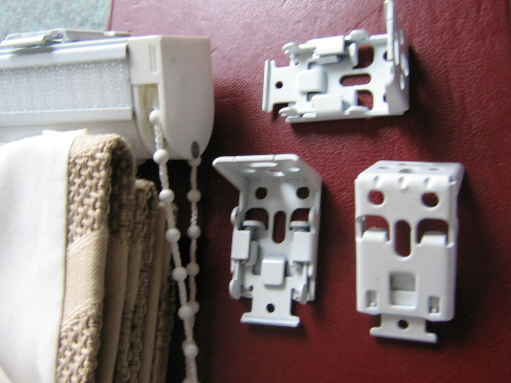 Roman Blind Fixing Brackets X3 For Side Chain Control