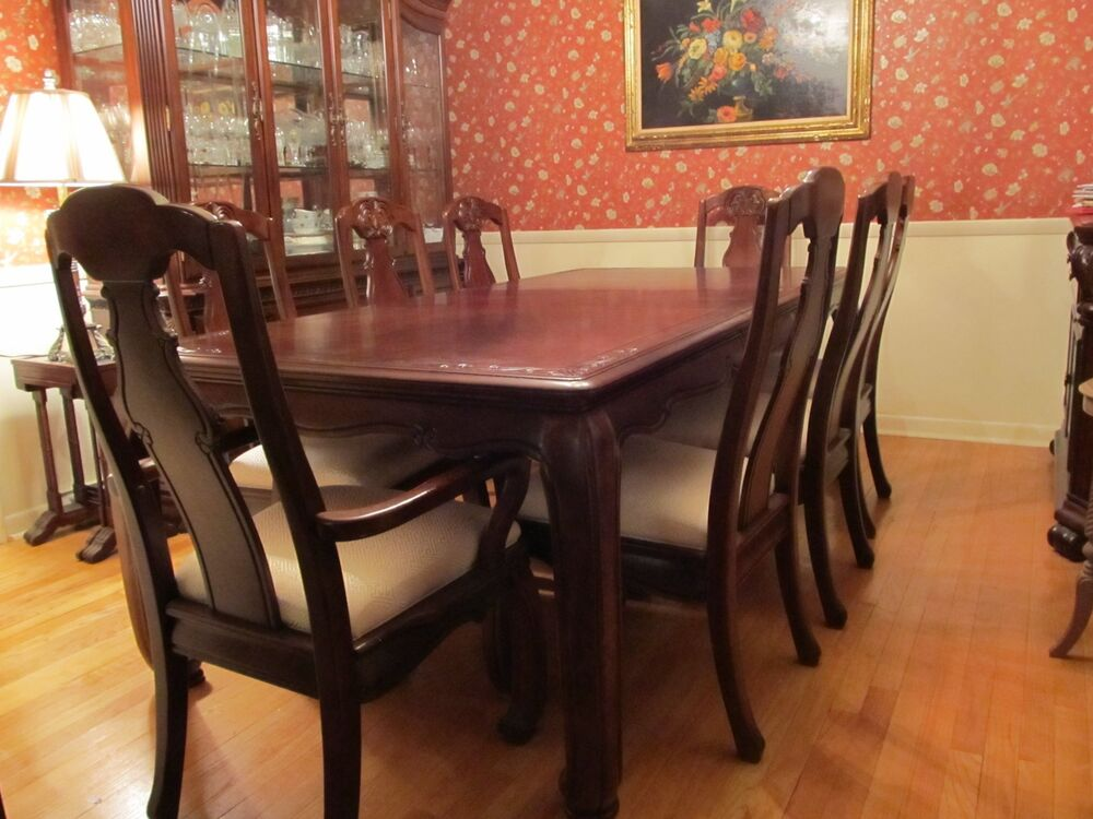 Traditional dark wood dining room table 66 inch to 86 inch for Dining room table size calculator