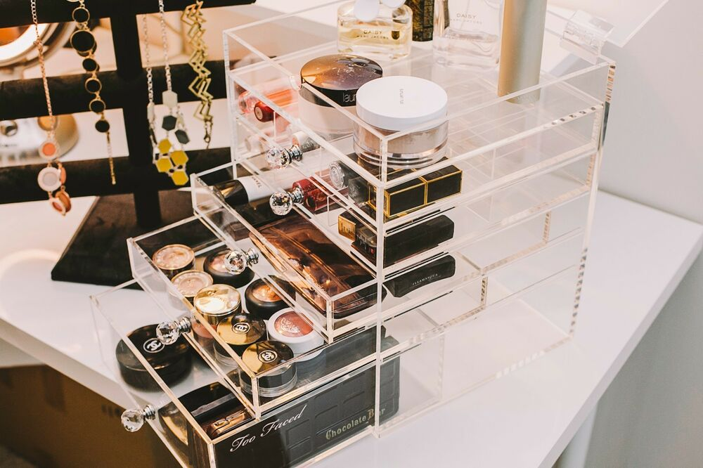 Storia Acrylic Makeup Organizer With Chic Crystal Knob 6