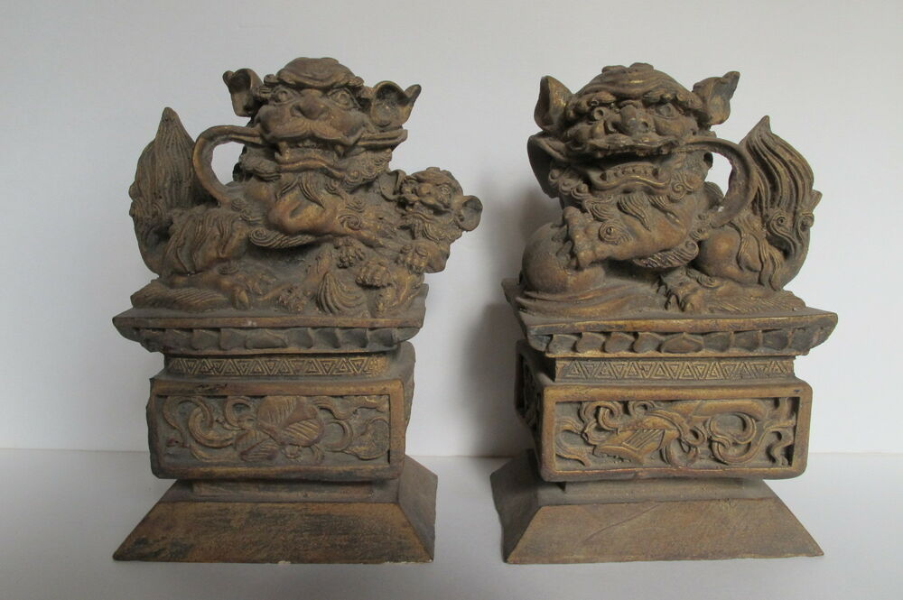 Vintage asian chinese pair gilt carved wood foo dogs for Wood in chinese