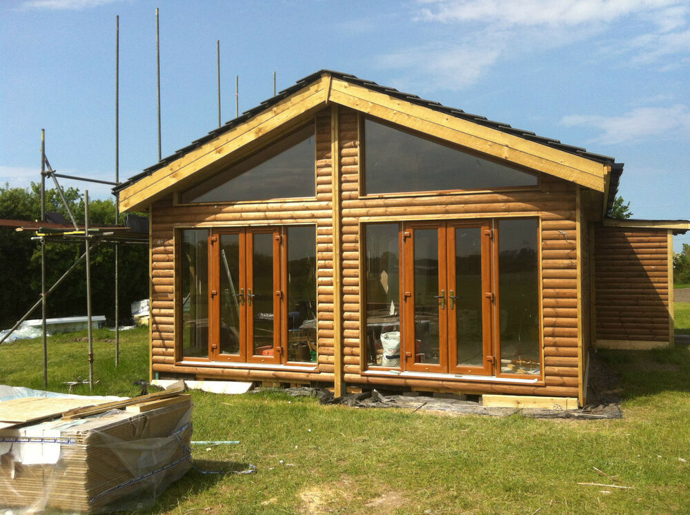 60 ft (approx. 18.29 m) X 20 ft (approx. 6.10 m) 4bed Log Cabina ...