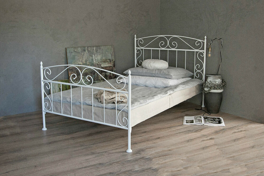metallbett in weiss ecru oder schwarz 140x200 aus schmiedeeisen inkl lattenrost ebay. Black Bedroom Furniture Sets. Home Design Ideas