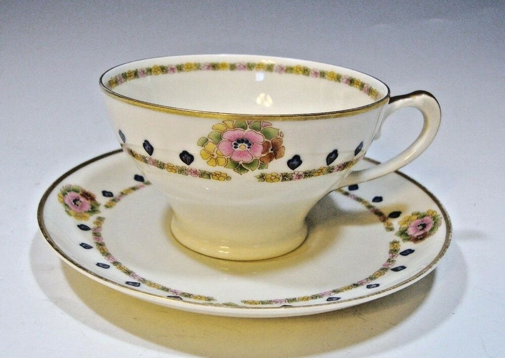antique hutschenreuther selb bavaria crown lion ivory tea cup saucer ebay. Black Bedroom Furniture Sets. Home Design Ideas