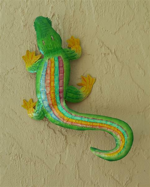 Outdoor colorful 18 haitian metal rainbow alligator for Alligator yard decoration