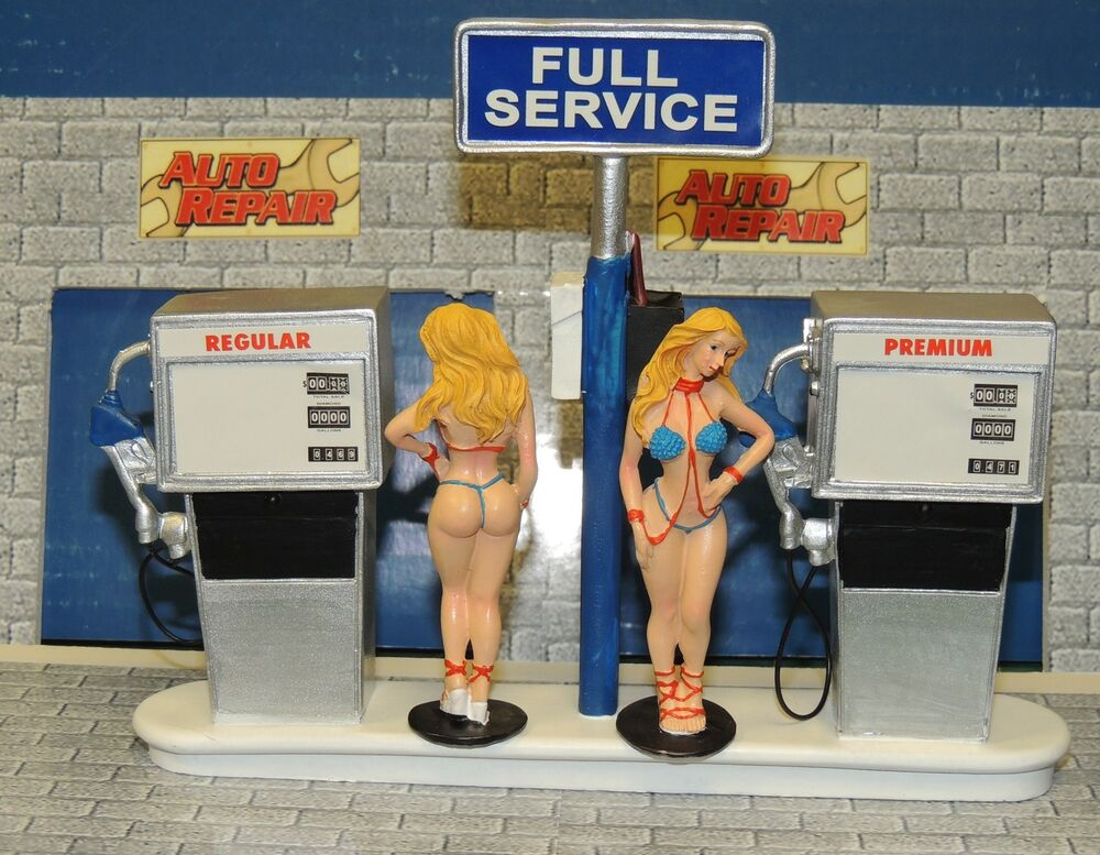 service station sultry twin sisters gas attendant 1 18 1 24 scale diorama ebay. Black Bedroom Furniture Sets. Home Design Ideas