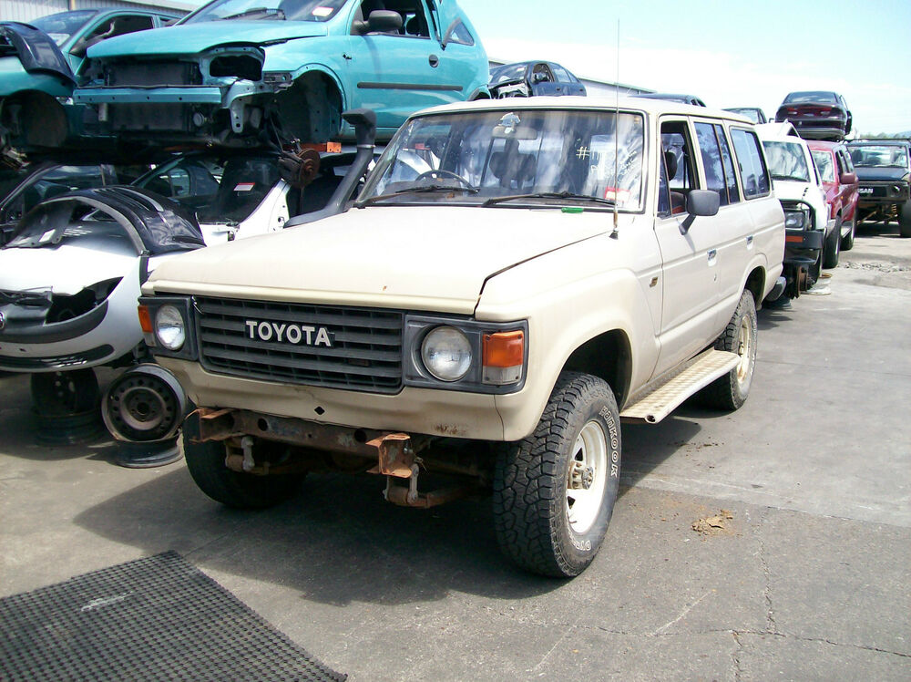 Wrecking Toyota Landcruiser 60 Series Wagon Manual  1