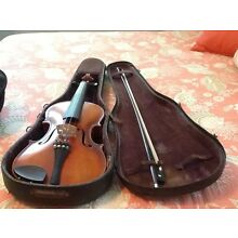 Vintage 1645 violin made in Cremona Germany by Ruggeri comes with case.