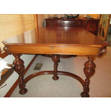 ANTIQUE EARLY 1900's JACOBEAN STYLE DINING ROOM SET WITH BUTTERFLY LEAVE.