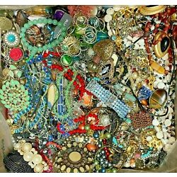 Kyпить Huge Lot Vintage Now Jewelry Junk Art Craft FULL Box POUNDS Beads Brooch Chains на еВаy.соm