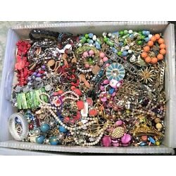 Kyпить Huge Jewelry Lot 3 - 4 Pound Lbs Vintage Now Junk Craft Wear Pieces Parts Tangle на еВаy.соm
