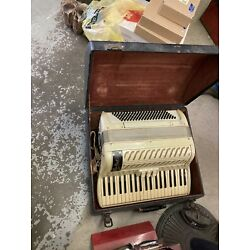 Kyпить Antique Accordian made in Italy hardcase works ivory leather Sienna Bevtini? на еВаy.соm