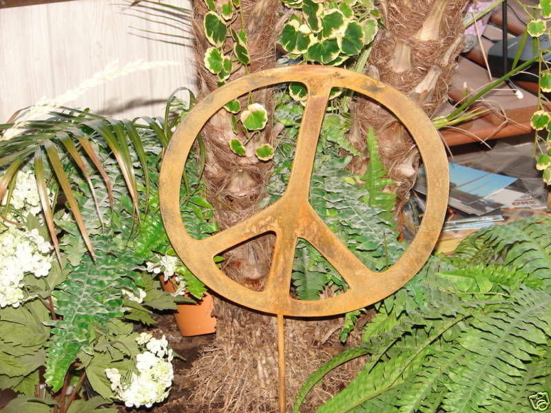 Metal 12 peace sign rusty garden stake yard decor ebay for Outdoor decorative signs